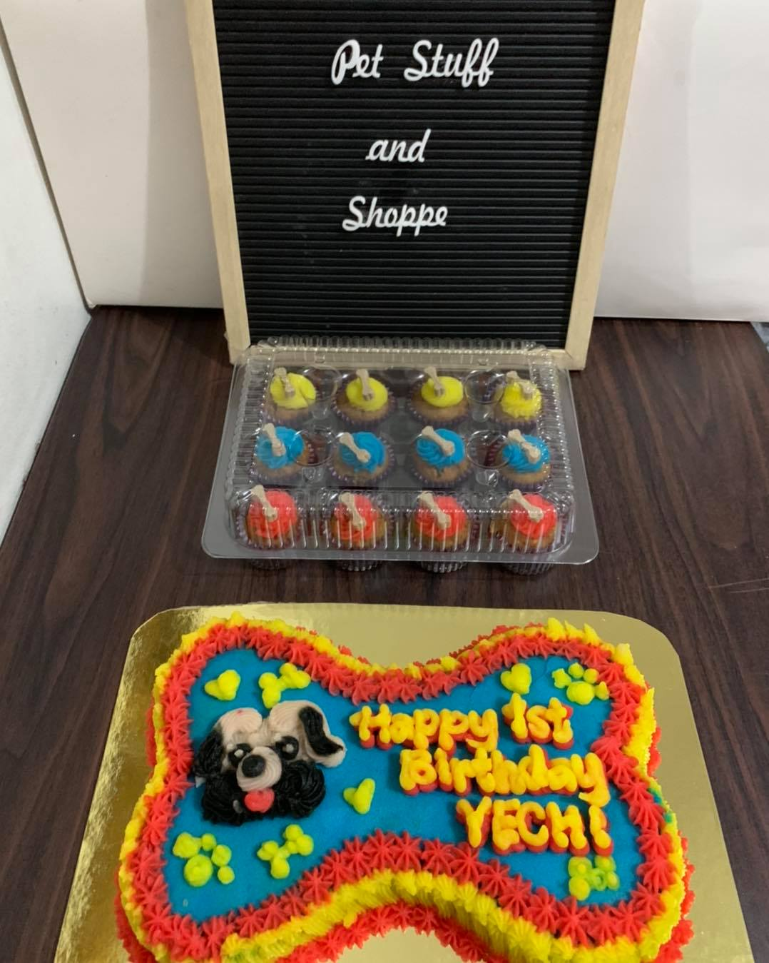 dog cakes and cupcakes by Pet Stuff and Shoppe